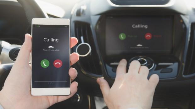 [TLMD] Los peligros de conectar tu celular al auto