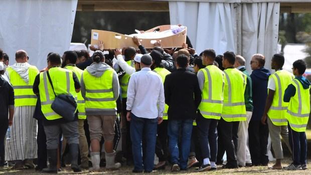 Nueva Zelanda: comienzan a enterrar a fallecidos