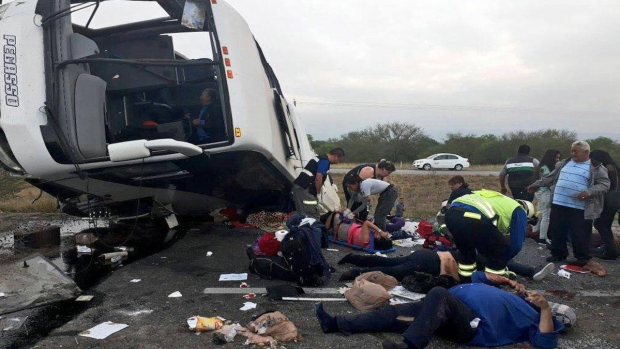 Autobús que salió de Houston se accidenta en Nuevo León