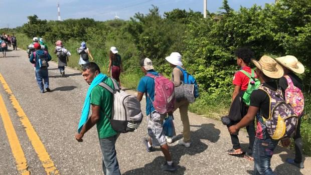 Caravana migrante continúa su camino por Oaxaca