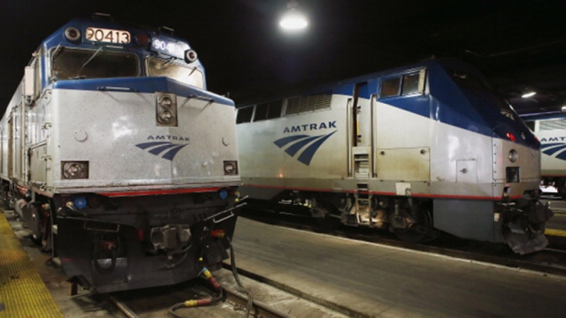 Video: 4 personas apuñaladas en tren Amtrak
