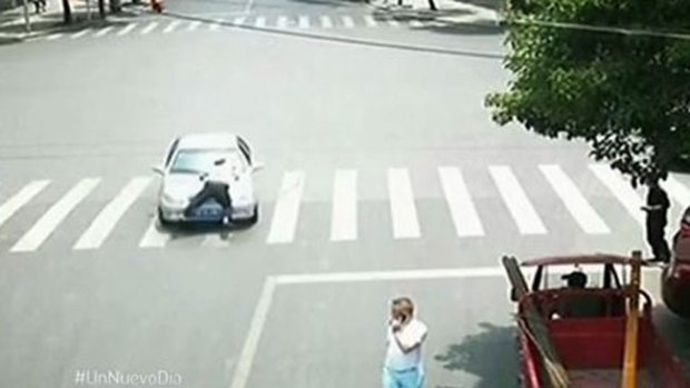 Video: La multa le costó una peligrosa vuelta