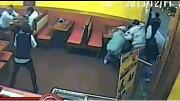 Video: Impacto: balacera en pleno restaurante