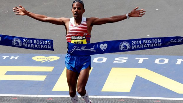 Video: Un estadounidense gana la maratón