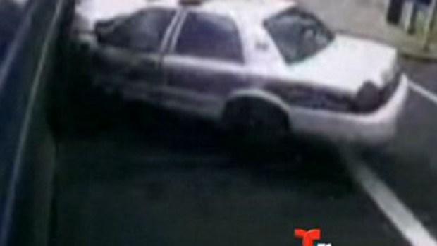 Video: Violento choque de patrullero y autobús