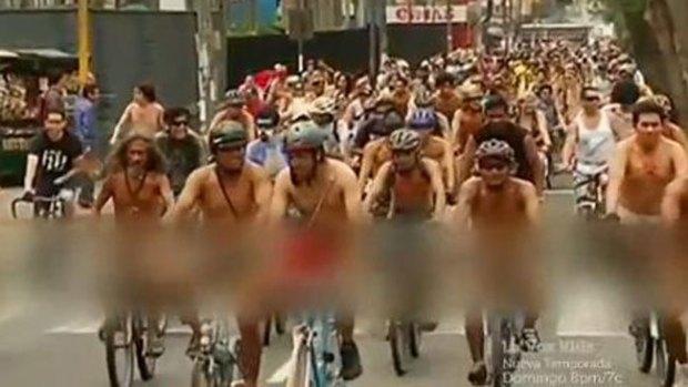 Video: Original forma de protesta de ciclistas