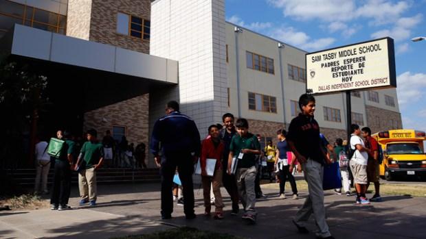 Video: Ébola: Padres con miedo en las escuelas