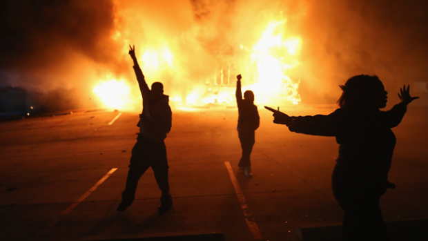 Video: Estalla la violencia en Ferguson