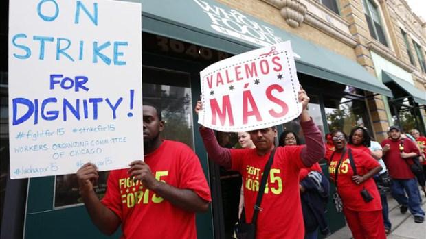 """Video: En huelga empleados de """"fast foods"""""""