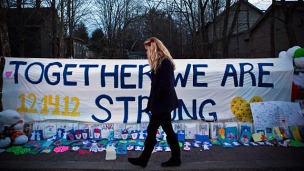 Video: Newtown pide un duelo silencioso
