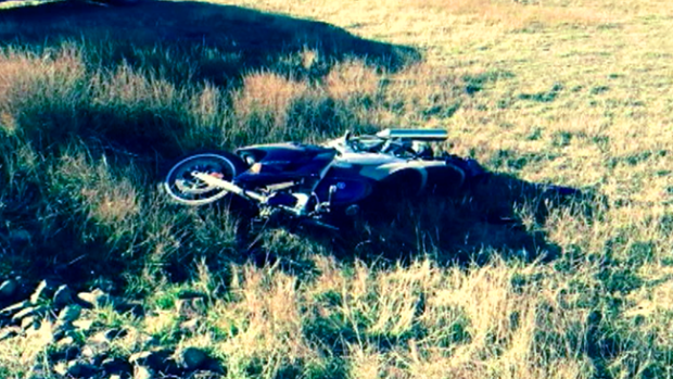 Video: Video: Ciervo causa accidente de moto