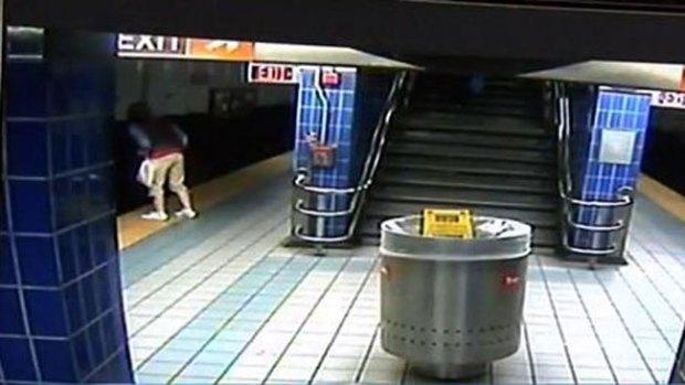 Video: Mujer cae a la vía y lo cuenta de milagro