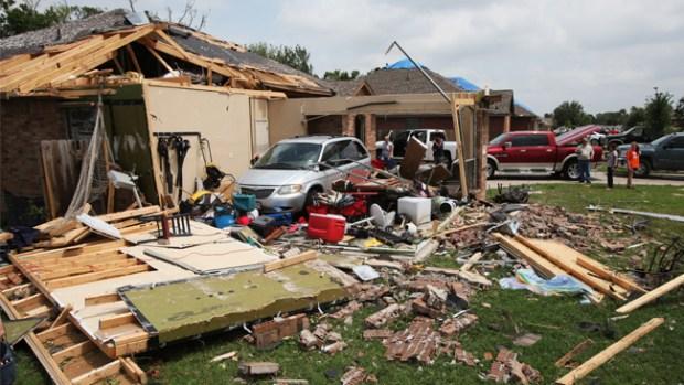 Video: Texas: 16 tornados dejan 6 muertos