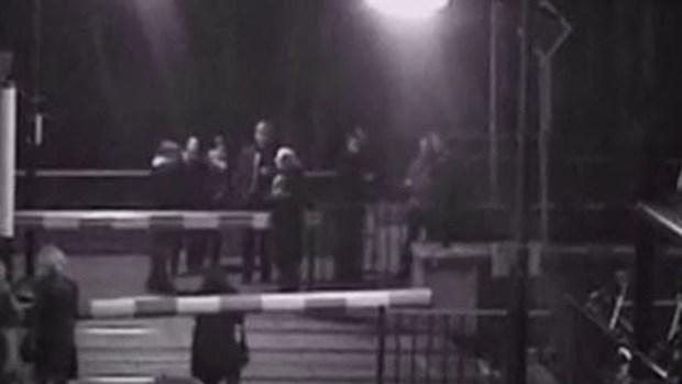 Video: Tren casi tritura una mujer