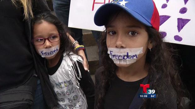 Video: Venezolanos apoyan a su país en Dallas