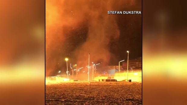 [TLMD - LV] Tornados de fuego amenazan un vecindario