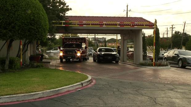 Encuentran a un hombre muerto en un hotel de Dallas