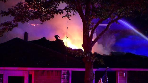 Voraz incendio consume vivienda en Duncanville