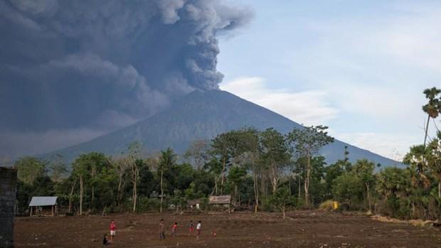 Espectacular erupción de volcán en Bali