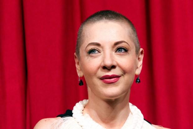 Edith González vuelve al teatro mientras lucha contra el cáncer