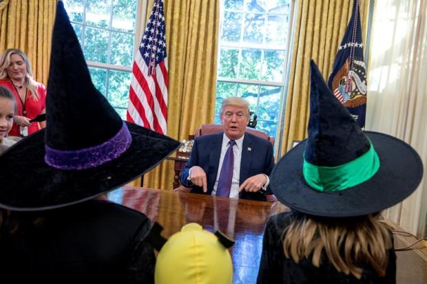 Ironías y dulces: así Trump repele una invasión de criaturas fantásticas