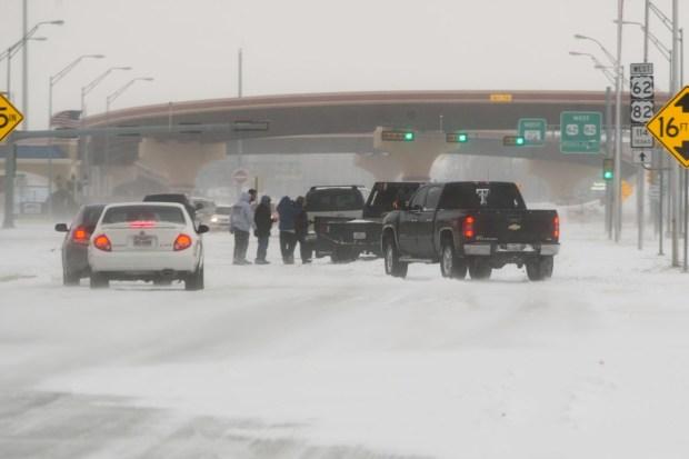 Mal tiempo castiga a Texas: después de tornados, blizzards