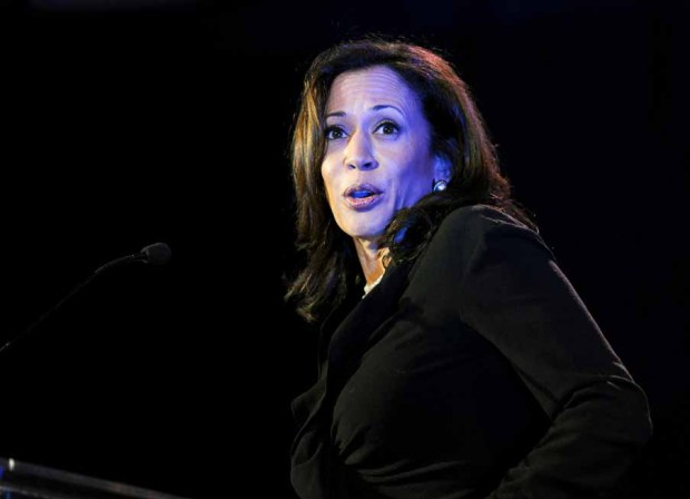 Harris: piropo de Obama la hace famosa