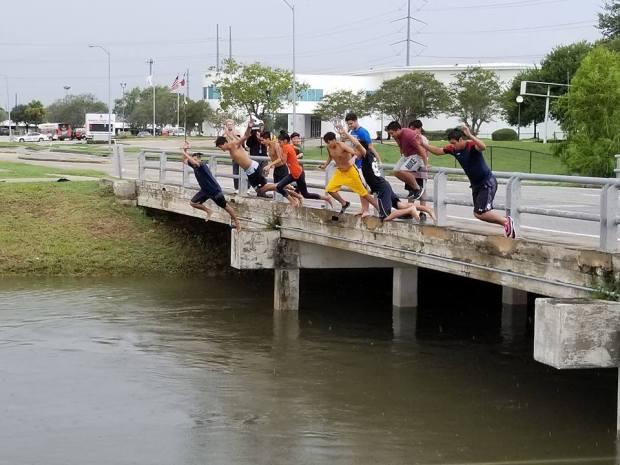 Inundación en Houston: tragedia para muchos, diversión para muy pocos