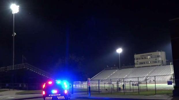 [TLMD - Dallas] Balean a hombre afuera de partido de futbol escolar