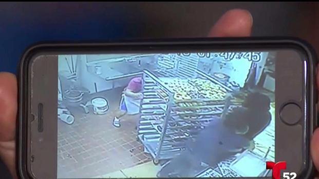 [TLMD - LA] Empleado resulta herido en robo a tienda