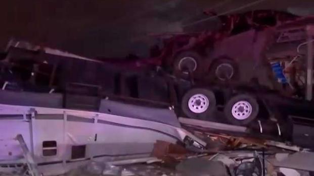Escombros y daños por tornado en Dallas (Parte 1)