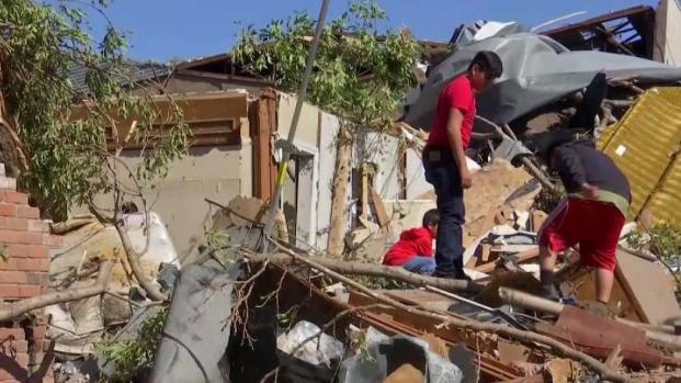 [TLMD - Dallas] Familias que lo perdieron todo tras tornado en Dallas