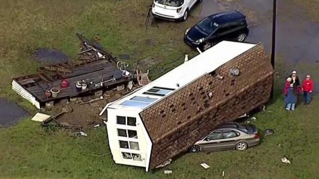 [TLMD - Dallas] Ráfaga de viento arrancó una casa en Texas