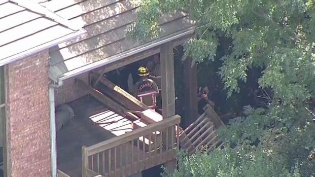 [TLMD - Dallas] Reportan heridos tras colapso de balcón