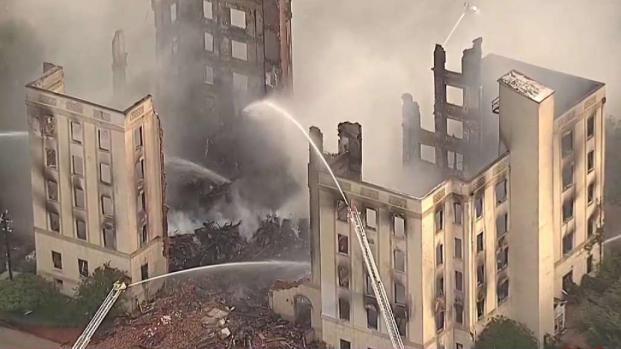 [TLMD - Dallas] Voraz incendio destruye el Ambassador Hotel en Dallas