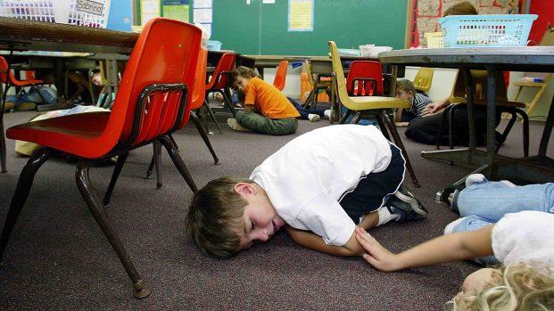 Cómo es el simulacro ante un tiroteo en una escuela
