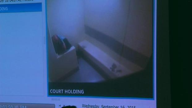 Juntan a acusado y a testigo en celda ... ¡y mira lo que pasa!