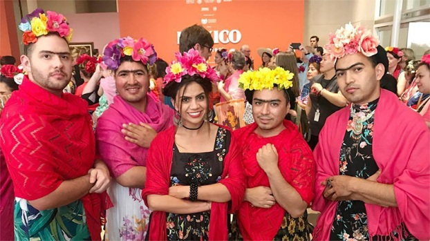 """Fridas"" invaden Dallas buscando imponer record mundial"