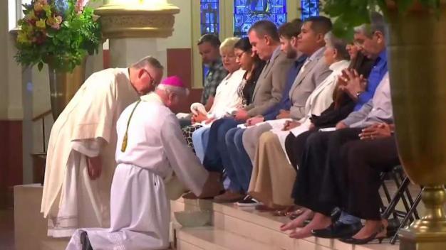 Fieles católicos en Dallas acuden al Jueves Santo