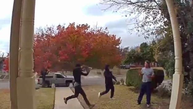 Oak Cliff: Asaltan a hombre en la puerta de su casa