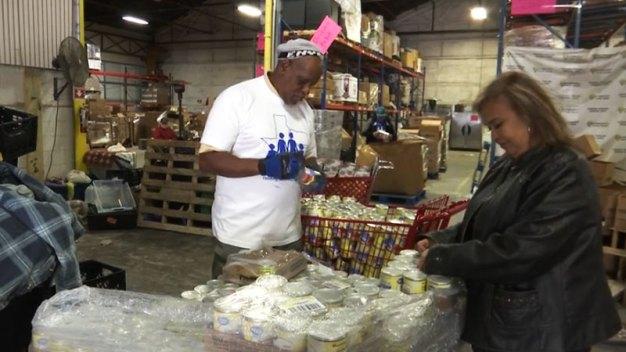 Reparten comida en Fort Worth por el Día de Acción de Gracias
