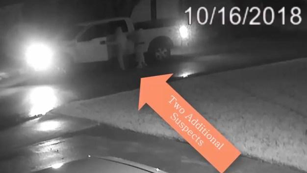 Grand Prairie: Buscan a sospechosos de sangrienta escena en comunidad