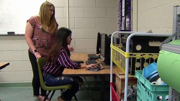 Programa ayuda a estudiantes a continuar su educación
