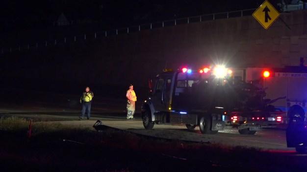 Fort Worth: Vehículo en llamas tras chocar contra postes