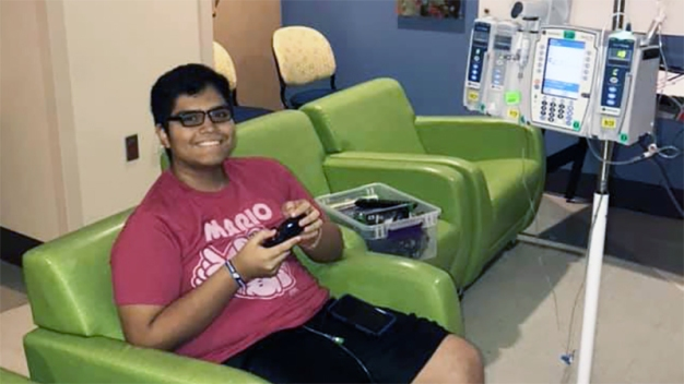 La batalla de un joven hispano contra la leucemia
