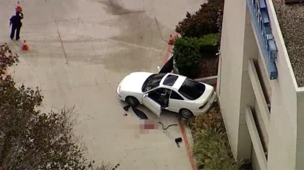 Policía de Arlington balea a sospechoso con auto robado