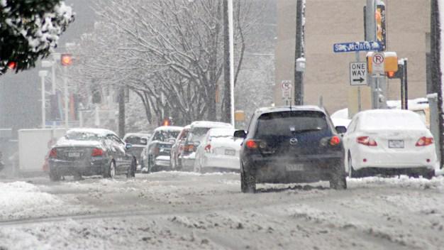 Conduzca con mucho cuidado sobre hielo o nieve