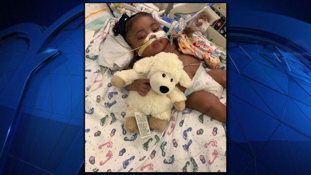 En Fort Worth: la lucha por mantener con vida a una bebé