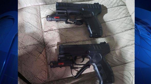 Pánico en Arlington por jóvenes que usaban armas falsas