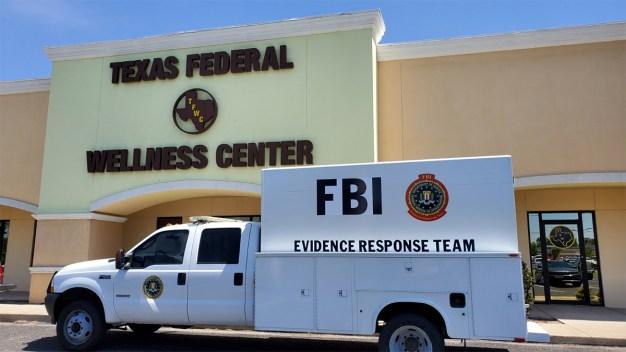 Agentes del FBI allanan una clínica en Edinburg